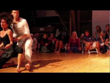 A Contact Improvisation Dialogue at NO MIND 2012